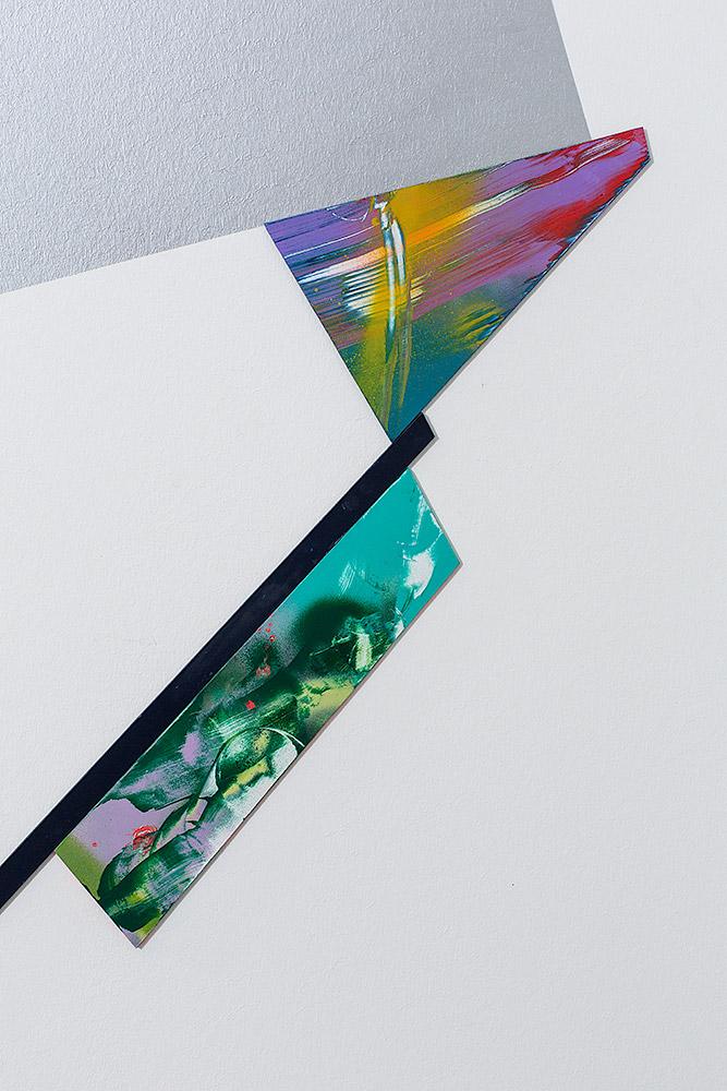 Abstrakt in Schichten – Möbel- und Wanddesign zusammen gedacht und gemacht
